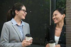 Charmante Aziatische vrouwenbedrijfsleider stock foto
