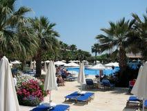 Charmante bloemendecor en palmen op het Eiland Kreta, Griekenland Stock Foto