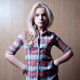 Charmante jonge vrouw Royalty-vrije Stock Fotografie
