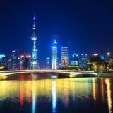 Charmante nacht in Shanghai royalty-vrije stock afbeelding