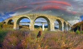 Charme der historischen Brücke stockfotografie