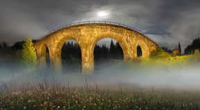 Charme der historischen Brücke stockbilder