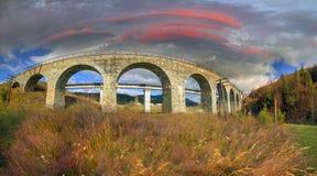 Charme der historischen Brücke stockbild