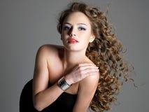 Charme et beauté de femme de sensualité photographie stock
