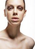 Charme. Faszination. Luxuriöses Gesicht der jungen Frau. Magnetismus Stockfotografie
