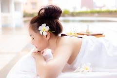 Charmerend mooie klantenvrouw voel gelukkig, ontspannen, comfortab royalty-vrije stock foto's