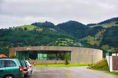 Charmey, das an Prealps-Bergen im Gruyere Fribourg die Schweiz badet Lizenzfreie Stockfotos