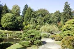 Charmig japanträdgård Arkivfoto
