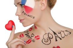 Charmig kvinna med smink på ämne av Frankrike Royaltyfri Fotografi
