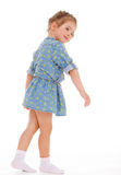 Charmig liten flicka som spelar och har gyckel. Arkivfoton