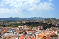 Charmig liten medeltida stad Castelsardo i Sardinia Arkivbilder