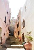 Charmig liten medeltida stad Castelsardo i Sardinia Royaltyfria Bilder