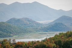 Charmig natur av Montenegro i Augusti Royaltyfria Foton