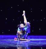 Charmig- uppkomst av Reiki orm-kines den klassiska dansen Arkivbilder