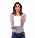 Charming woman holding a blank card Royalty Free Stock Photos