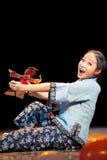 Charmingly ingênuo a senhora idosa--Dança popular Imagem de Stock