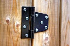 Charnière en métal sur le bois Photographie stock
