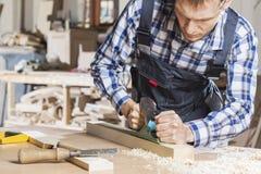 Charpentier au travail image libre de droits