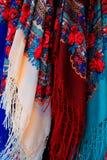 Écharpes colorées à vendre Photographie stock libre de droits