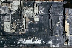 Charred telhou o fundo concreto da parede imagem de stock royalty free