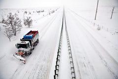Charrue de neige d'omnibus photographie stock libre de droits