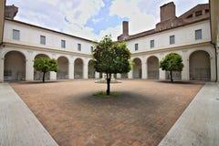 Charterhouse的亦称小修道院Chiostrino 免版税库存照片