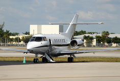 Charterstrahlenflugzeug lizenzfreie stockfotografie