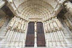 Chartres - de voorzijde van de Kathedraal Stock Fotografie