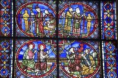Chartres - domkyrka, målat glass Arkivfoton