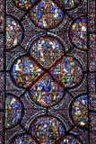 Chartres - domkyrka, målat glass Arkivfoto