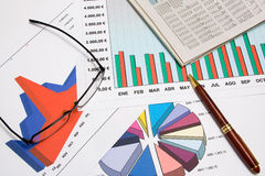 charts ekonomiskt Royaltyfria Bilder