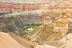 Charyn峡谷的中央部分风景在哈萨克斯坦 图库摄影