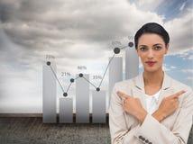 Charyzmatyczny bizneswoman z jej rękami i palców wskazywać krzyżował Obraz Royalty Free