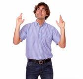 Charyzmatyczny mężczyzna przyglądający dla znaka up. fotografia stock