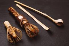 2 chasens и 2 бамбуковых ложки для matcha Стоковое Изображение