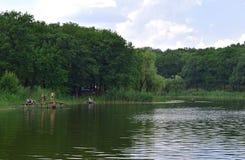 Chasov Yar,乌克兰, 2018年7月14日;池塘在Sasovoi Yar的郊区 免版税库存照片