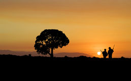 Chasse de coucher du soleil images stock