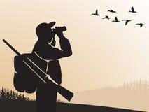 Chasse pour le gibier à plumes Le chasseur regarde par des jumelles le ciel Les canards volent Les chasseurs ouvrent la saison He illustration libre de droits