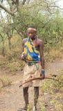 Chasseur de membre d'une tribu de Hadzabe Photo stock