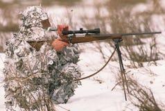 Chasseur prédateur appelant en hiver Photos libres de droits