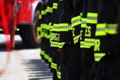 Chasseurs d'incendie dans une ligne Image libre de droits