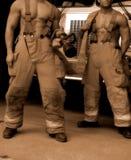 Chasseurs d'incendie de sépia images stock