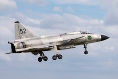 Chasseurs historiques de Saab AJS-37 Viggen de vol de l'Armée de l'Air suédoise SE-DXN photos libres de droits