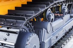 Chassi av traktoren och bulldozern white för objekt för maskineri för bakgrundskonstruktion grävskopa isolerad Arkivbilder
