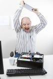 Chassi do computador de Banging File On do homem de negócios na tabela fotos de stock