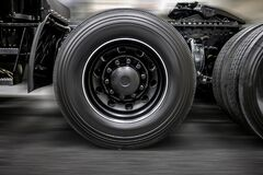 Free Chassis With Wheels And Fifth Wheel Coupling Of A Modern Heavy Black Big Rig Semi Truck Royalty Free Stock Photography - 177079507