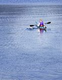 Chassoir paisible de kayak Photographie stock