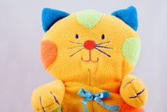 Chat coloré mou de jouet de chéri Images libres de droits