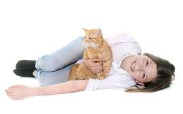 Chat et adolescent de gingembre Photos stock