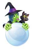 Chat noir et boule de cristal de sorcière Photos libres de droits